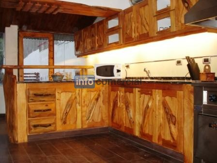 Bajo mesadas for Muebles cocina rusticos madera